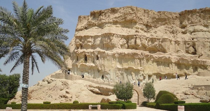 غار خربس از جاذبه های تاریخی قشم