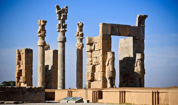 تخت جمشید از جاذبه های گردگری شیراز